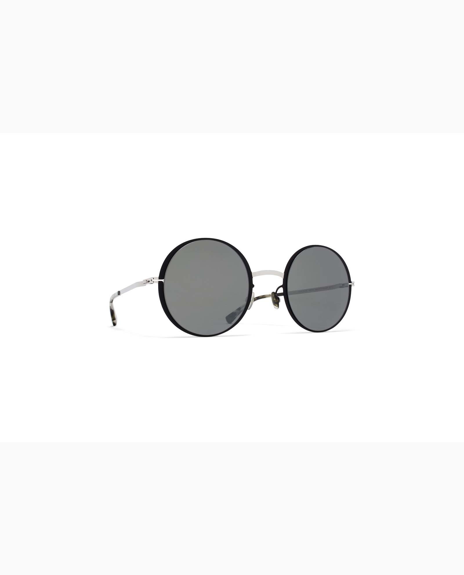 https://www.polydoruoptika.gr/wp-content/uploads/2018/05/mykita-lite-acetate-sun-joona-silver-black-mirror-woman.jpg